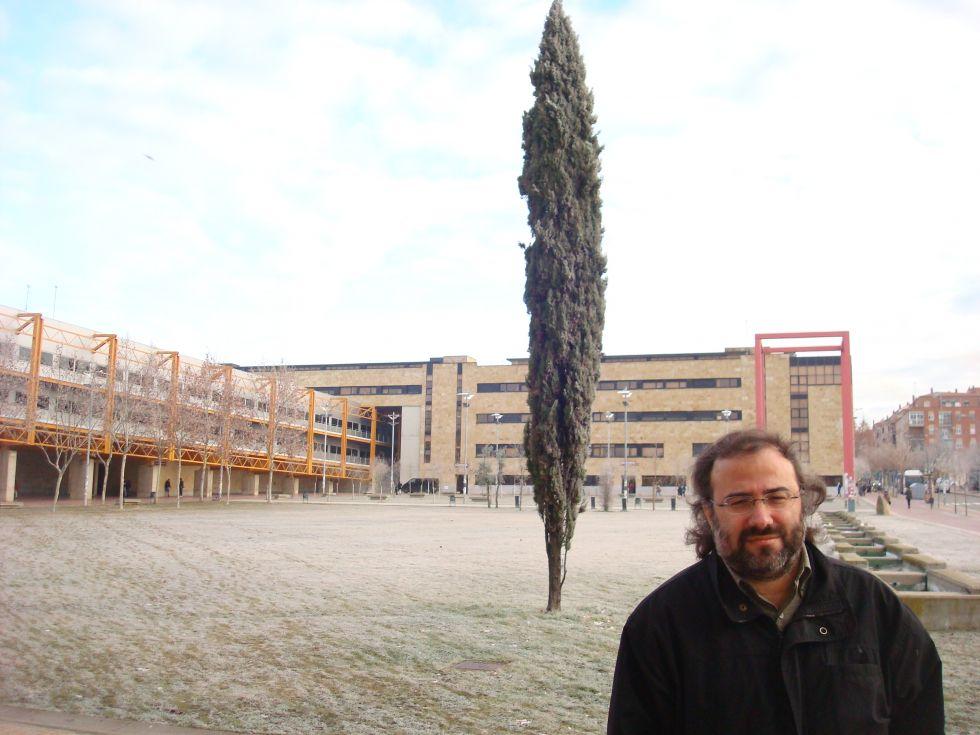 A. P. Alencart en el campus Unamuno (foto de R.  López)