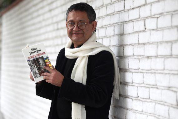 1 Eloy Jáuregui, con su último libro de crónicas