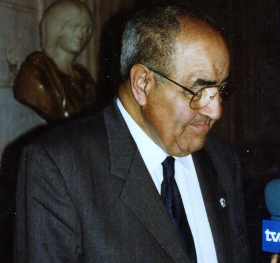 3 Gastón Baquero, entrevistado por TVE (Palacio Real, 1993, foto de A. P. Alencart)