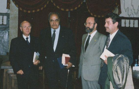 Alfonso Ortega, Baquero, el representante del consejreo de cultura y Agustín de Vicente (foto de A. P. Alencart)