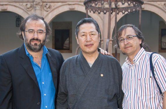 1 Alfredo Pérez Alencart, el pintor japonés Kousei Takenaka y Miguel Elías