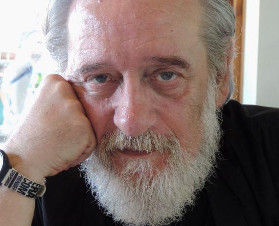 1 El poeta Enrique Gracia Trinidad