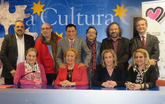1 Miembros del jurado, con Pilar Fernández Labrador y el pintor Miguel Elías