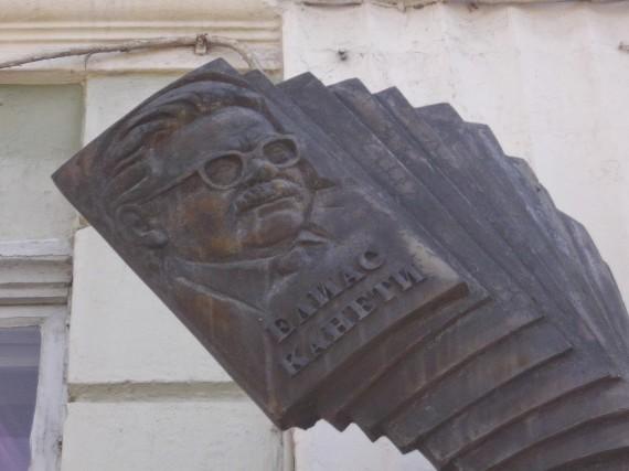5 Monumento a Elias Canetti en la plaza que lleva su nombre (Ruse, Bulgaria).