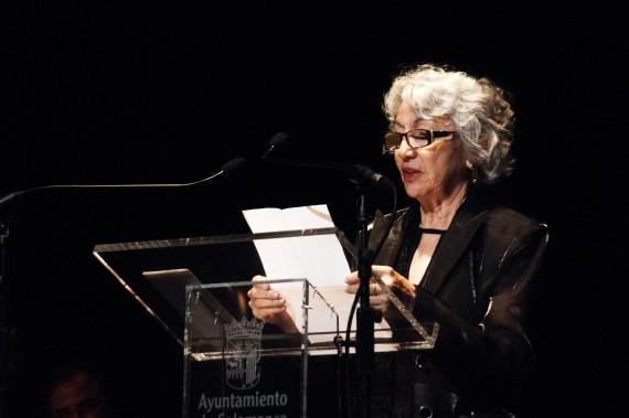 1 La poeta Rizolete Fernandes en en Teatro Liceo (foto de José Amador Martín)