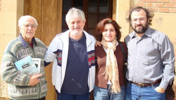 17 Alfredo Encinas, Quintín García, Jacqueline Alencar y Alfredo Pérez Alencart, en Babilafuente, años atrás.
