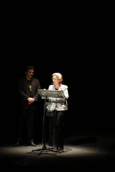 14 Pilar Fernández Labrador reconociendo la obra de Molina (AA)