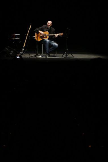 16  Asi Meskin cantando en el Teatro Liceo  (AA)