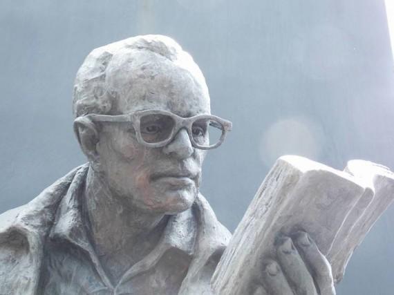 11 Escultura de Jorge Debravo (Foto de Jorge Valenciano)