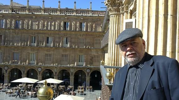 1 José Pulido en el balcón del Ayuntamiento salmantino
