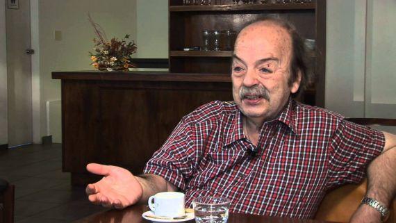 11 El escritor uruguayo Tomás de Mattos