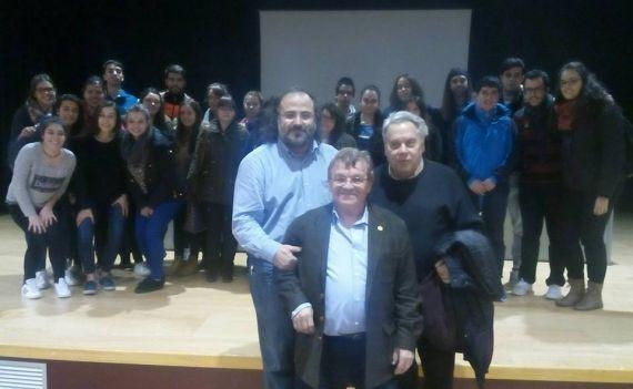 13 Alencart, Carralero y Pedrero, con un grupo de alumnos