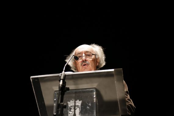 11 Lectura de Antonio Colinas en el Teatro Liceo, duante el XVII Encuentro de Poetas Iberoamericanos (foto de Jacqueline Alencar)