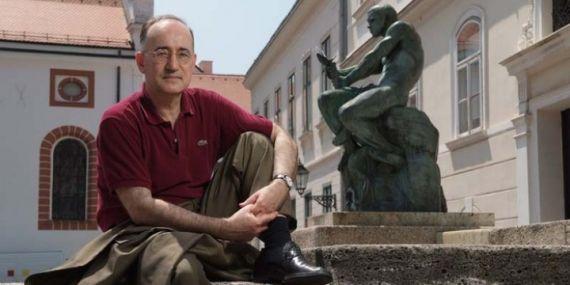 1 El poeta croata Drago Stambuk