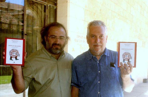 13 Otra imagen de Alencart y Cabrera, enseñando la antología
