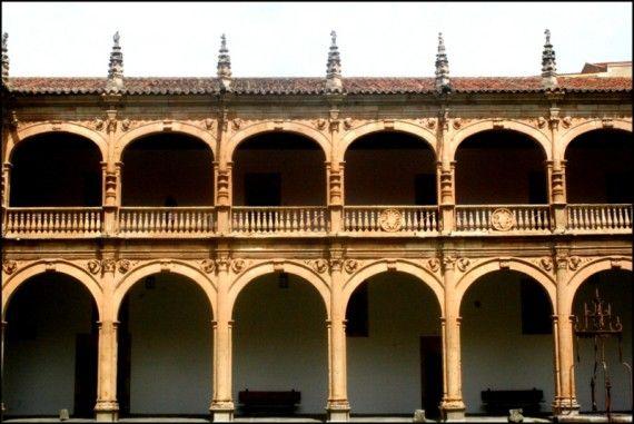 1a-claustro-del-colegio-mayor-fonseca-de-la-universidad-de-salamanca-foto-de-jose-amador-martin