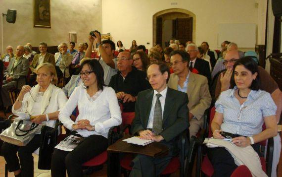 2-martinez-vila-entre-el-publico-asistente-al-encruentro-cristiano-de-literatura-de-2015