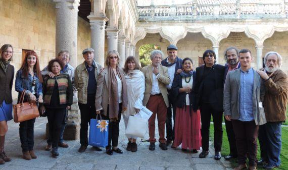 4-grupo-de-poetas-visitando-el-patio-de-escuela-smenores-d-ela-universidad-de-salamanca-jacqueline-alencar-2015