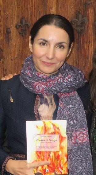 3-carmen-palomo-con-el-libro-premiado-foto-de-jacqueline-alencar