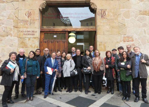 7-un-grupo-de-poetas-del-xix-encuentro-en-la-entrada-del-centro-de-estudios-brasilenos-de-la-usal