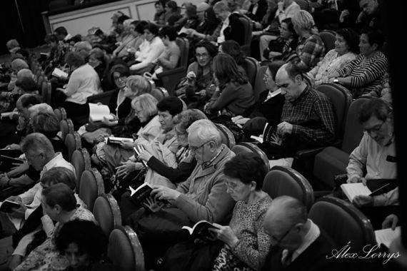 4-publico-asistente-a-la-presentacion-de-no-resignacion