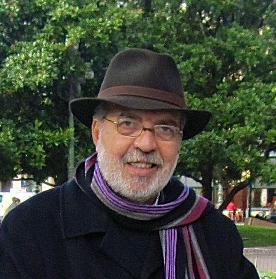 8 El poeta italiano Antonino Caponnetto