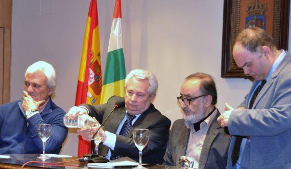 1 El poeta Rafael Soler, el embajador de Chile, Francisco Marambio, Sergio Macías y el editor y poeta Pablo Méndez