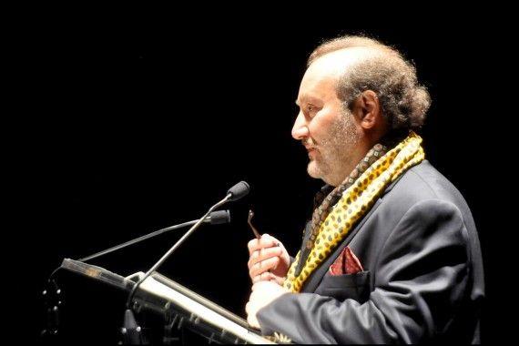 1 Theodoro Elssaca leyendo en el Teatro Liceo (Foto de José Amador Martín)
