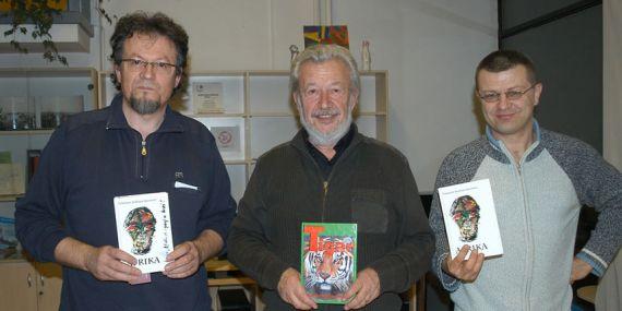 12 Davor _alat, a la derecha de la imagen, con Bilosnic y otro poeta croata.