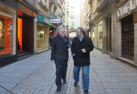 3 Máximo García Ruiz y A. P. Alencart, charlando por una calle salmantina (2016, J. Alencar)