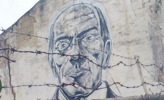 1 Retrato de Cecilio Acosta en una pared de su pueblo (foto de Gabriel Jiménez Emán)