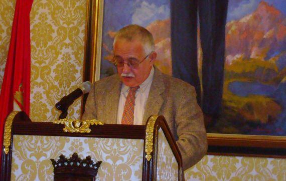 10 Lectura de Pío E. Serrano en el Salón de Recepciones del Ayuntamiento (Salamaca, 2000, foto de Jacqueline Alencar)