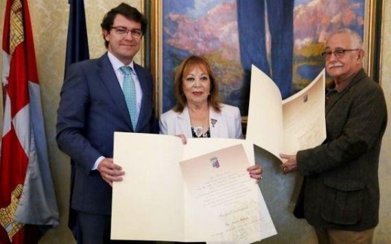 3 El alcalde de Salamanca, Alfonso Fernández Mañueco, con Matitiahu y Serrano, Huéspedes Distinguidos de la ciudad (2014)