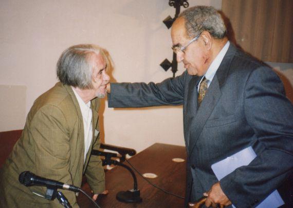 5 Gastón Baquero y Carlos Edmundo de Ory, en la Universidad de Salamanca (foto de A.P. Alencart, 1992)