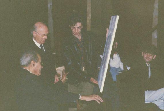 8 Sylvain Malet entregando el cuadro a Baquero, en presencia de Ortega (foto A. P. Alencart)