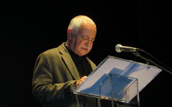 1 El poeta Pío Serrano en el Teatro Liceo de Salamanca (fotografía de Jacqueline Alencar)