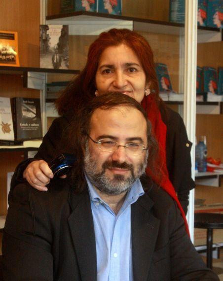 2 Jacqueline y Alfredo Pérez Alencart, en la Feria del libro de Salamanca (foto de José Amador Martín)