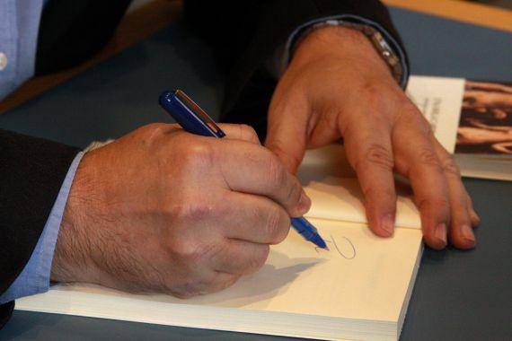 4 Alencart firmando (foto de José Amador Martín)