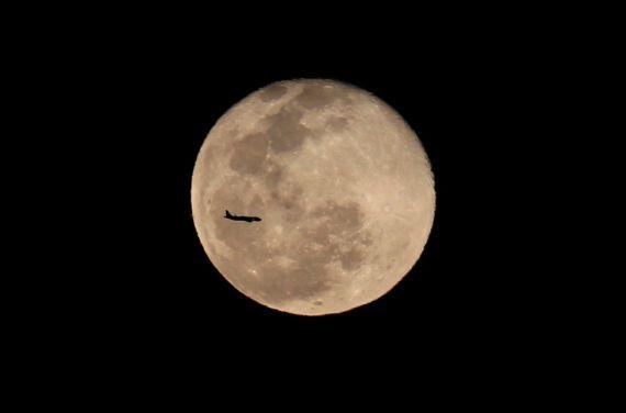 7 La luna por Cali, de Jaime Saldarriaga