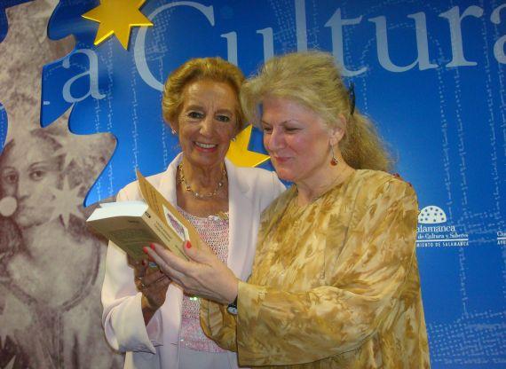 7 Pilar Fernández Labrador y Carmen Bulzan, antóloga y traductora de Una sola carne (foto de José Amador Martín)