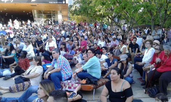 12 Público en el Parque de los Deseos