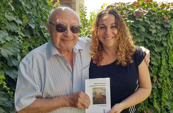 4 Najenson, con su hija Ruth, a quien dedica el poemario (Foto de Daniel Najenson)