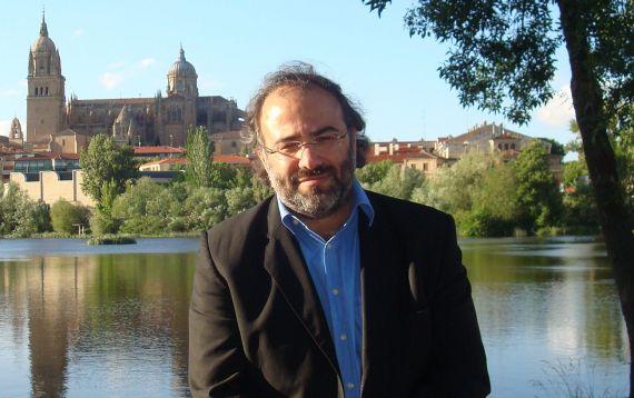 6 Alfredo Pérez Alencart con el Tormes y Salamanca al fondo