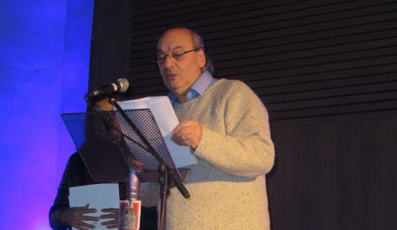 8 José María Muñoz Quirós leyemndo en el Espiscopio de Ávila (Foto de Jacqueline Alencar, 2016)