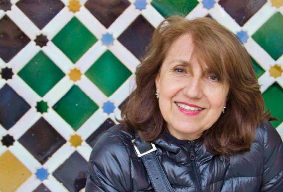 1 La poeta y ensayista colombiana Luz Mary Giraldo