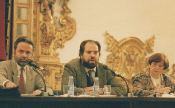 8 Felipe Lázaro (al centro), con Fernández Ferrer e Isabel Castellanos (Salamanca, 1993, foto de Jacqueline Alencar)