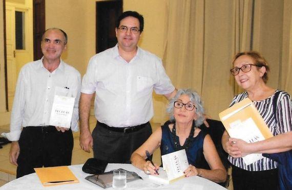 1 Con el jurista y escritor David Leite, la profesora Conceição Flores y el acadêmico Lívio Oliveira