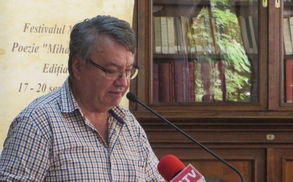 1 El poeta Ion Deaconescu, en la Biblioteca Pública de Craiova