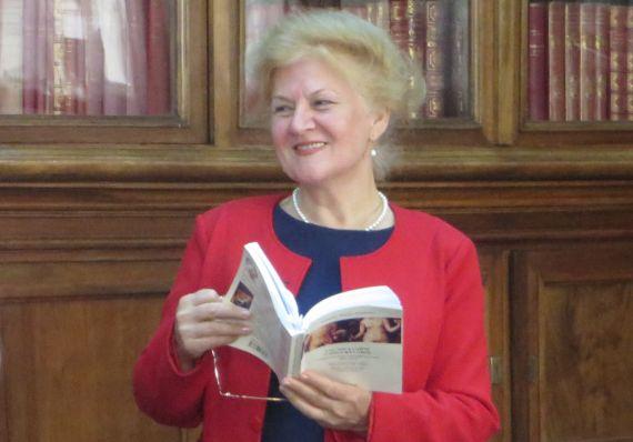 17 Carmen Bulzan, en la Biblioteca Pública de Craiova
