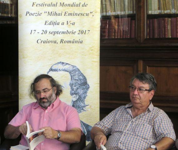6 A. P. Alencart e Ion Deaconescu, en la Biblioteca Pública de Craiova